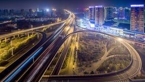 Lasso di tempo di traffico occupato a WUHAN a partire dal giorno alla notte video d archivio