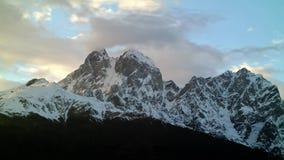 Lasso di tempo di tramonto nelle montagne stock footage