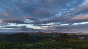 Lasso di tempo drammatico di tramonto della regione montana video d archivio