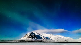 lasso di tempo 4K Aurora Borealis nella notte della luna piena, Islanda video d archivio