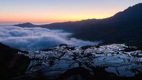 lasso di tempo 4K del terrazzo ad alba, il Yunnan, Cina del riso di Yuanyang stock footage