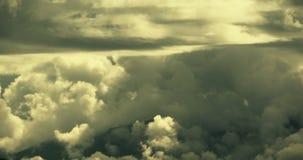 lasso di tempo 4k del volo gonfio in cielo, cielo, clima della massa della nuvola del plateau del Tibet stock footage