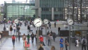 Lasso di tempo Londra Vicolo con un orologio nel centro di affari video d archivio