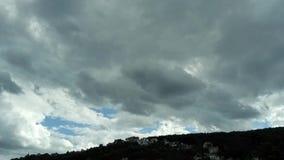 Lasso di tempo, nuvole rapide video d archivio