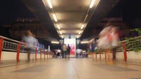 Lasso di tempo di ora di punta delle folle enormi della gente che cammina sulla stazione della metropolitana Effetto di stile del archivi video