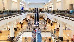 Lasso di tempo di traffico della gente del centro commerciale Pentola su archivi video