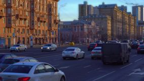 Lasso di tempo Traffico pesante sulla strada Playback veloce defocusing, vago 4K video d archivio