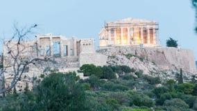 Lasso di tempo di vista frontale di mezzogiorno dell'acropoli alla notte
