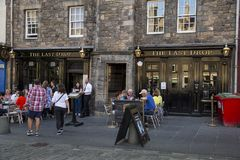 The Last Drop public house. EDINBURGH, SCOTLAND - MAy 26TH 2017:The Last Drop public house located on Grassmarket in the old town area of Edinburgh, criminals Royalty Free Stock Images
