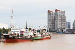 Last Marine Boats Docked på port royaltyfri foto