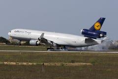 Last MD-11 som ner trycker på Fotografering för Bildbyråer