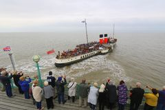 Paddle steamer Waverley leaving pier Stock Photography