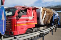 Lastbil av vägen, olycka Royaltyfri Fotografi