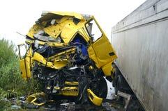 Lastbil av vägen, olycka royaltyfria foton