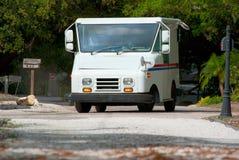 lastbil för brevlådor för bakgrundsleveranspost Royaltyfria Foton