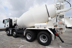 lastbil för konkret blandare arkivbild