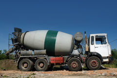 lastbil för konkret blandare Arkivfoto