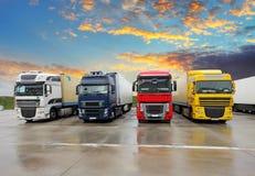 Lastbil - frakttrans. Royaltyfri Foto