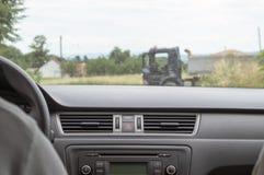 Lastbil framme av bilen Royaltyfria Foton