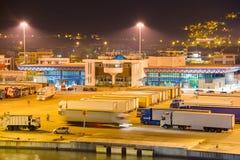 Lastbil i havsporten royaltyfria bilder
