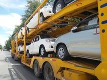 Lastbil i huvudväg Arkivfoton