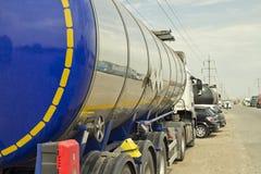 Lastbil med en behållare Arkivbilder