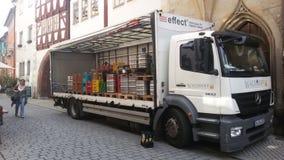 Lastbil med en trumma av öl Royaltyfria Foton