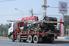 Lastbil med kranen av Chiangmai PK transport Arkivfoto