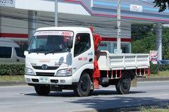 Lastbil med kranen av Namsang Företag Royaltyfria Bilder