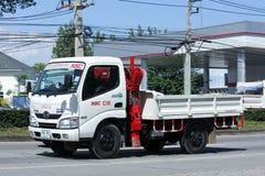 Lastbil med kranen av Namsang Företag Arkivfoto