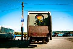 Lastbil med väggmålningen Royaltyfria Foton