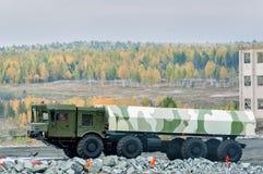 Lastbil MZKT-7930 med markisen Arkivbilder