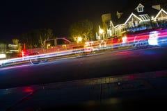Lastbil och bil i ljusa strimmor i Carlsbad Royaltyfri Fotografi