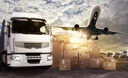 Lastbil och flygplan som är klara att starta att leverera Royaltyfri Bild