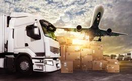 Lastbil och flygplan som är klara att starta att leverera Royaltyfri Foto