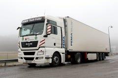 Lastbil och släp för man TGX 18,480 Royaltyfri Fotografi