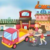 Lastbil och ungar Royaltyfri Bild