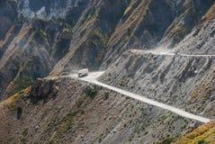 Lastbil på bergvägen Fotografering för Bildbyråer
