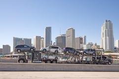 Lastbil på bron i Miami Arkivfoto