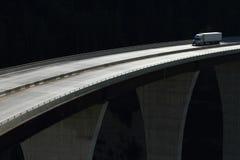 Lastbil på en hög nivåbro 01 Arkivfoton