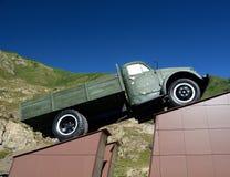 Lastbil på en sockel arkivfoto
