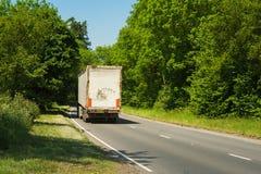 Lastbil på en väg Fotografering för Bildbyråer