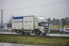 Lastbil på vägen Royaltyfri Foto