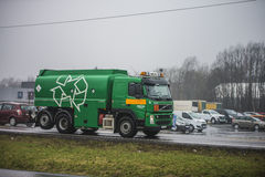 Lastbil på vägen Arkivfoton