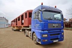 Lastbil som laddas med lagledaren Royaltyfria Foton