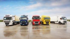Lastbilar i lagerparkeringen Royaltyfri Fotografi
