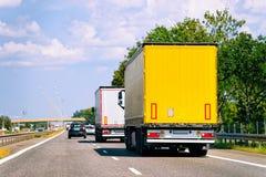 Lastbilar i vägen på Polen arkivbild