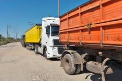 Lastbilar med korn Royaltyfria Foton