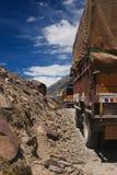Lastbilar på bergvägen Royaltyfri Bild