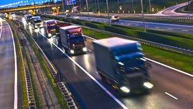 Lastbilar på dentillträde för fyra gränd huvudvägen i Polen Royaltyfri Fotografi